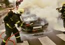 Muž málem uhořel v havarovaném vozidle. Ven mu pomohl náhodný kolemjedoucí, který jej vytáhl ven!
