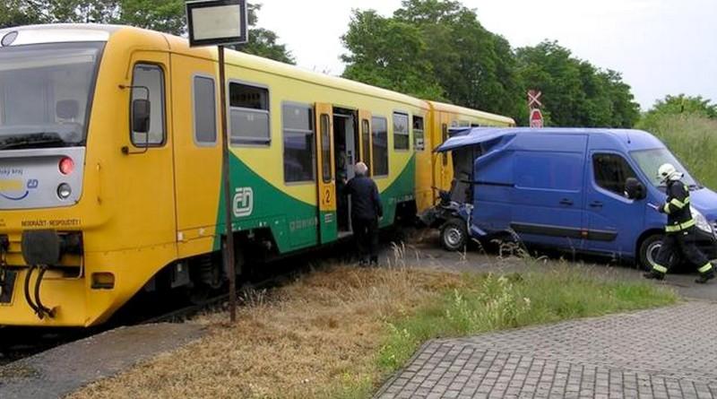 nehoda vlaku a dodávky1, hzspk