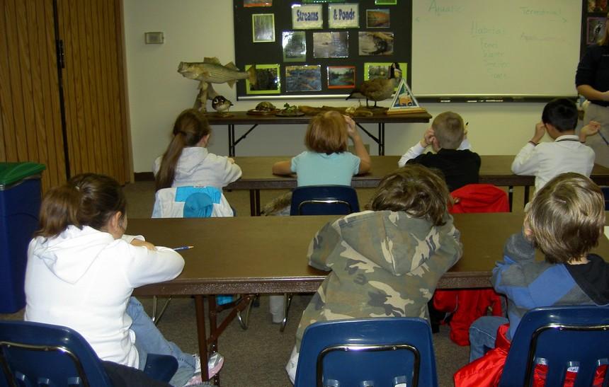 Školní třída vč. dětí, zdroj morguefile.com
