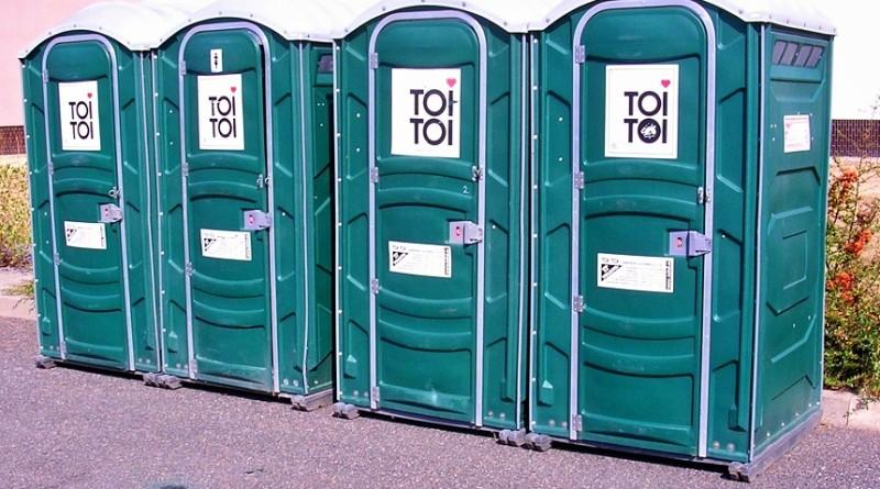 mobilní záchod, wikimedia.org