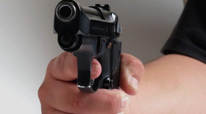 střelec s pistolí, morguefile.com