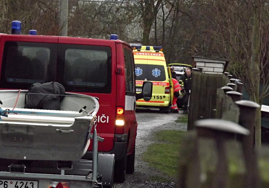 Záchranáři zachraňují sebevraha v parku v Blovicích, Pnd