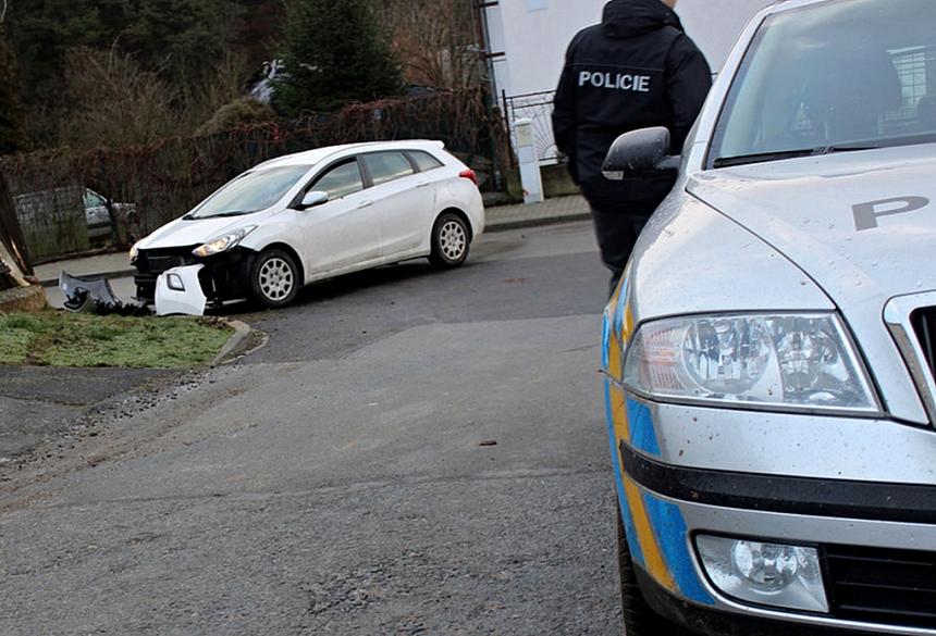 kradené vozidlo s nímž zloděj havaroval po policejní honičce, krimi-plzen.cz