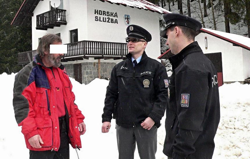 policisté, kteří zachránili ženu v Nýrsku, krimi-plzen.cz