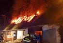 Ve Zdemyslicích uhořel muž v domě. Na místě zasahovalo několik jednotek hasičů