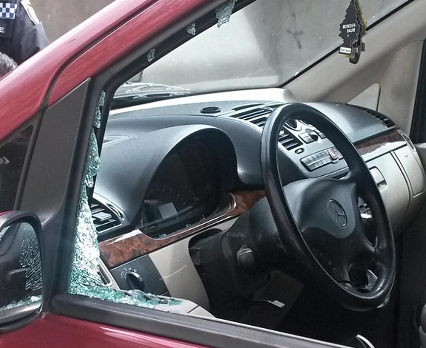 rozbité auto, mpplzen.cz