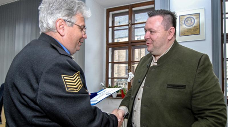 veoducí kanceláře primátora plzně, který bránil turistku před útočníkem, zdroj - plzen.eu