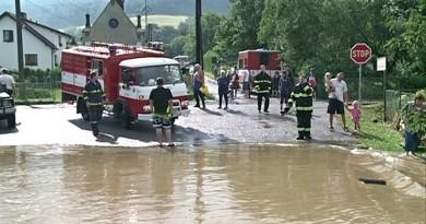 Na Klatovsku řádí záplavy. V Neznašovech voda zaplavila zahrady a domy