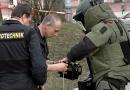 Muž oznámil policistům, že v rybníce leží nevybuchlá munice. Jednalo se však o obal hasicího přístroje