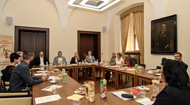 setkání zástupců měst v Plzni ohledně sociálního bydlení, zdroj - plzen.eu