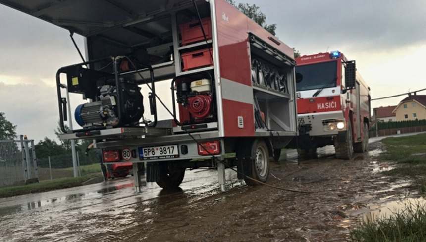 zásah hasičů u zatopených objektů ve šťáhlavech, hzspk.cz