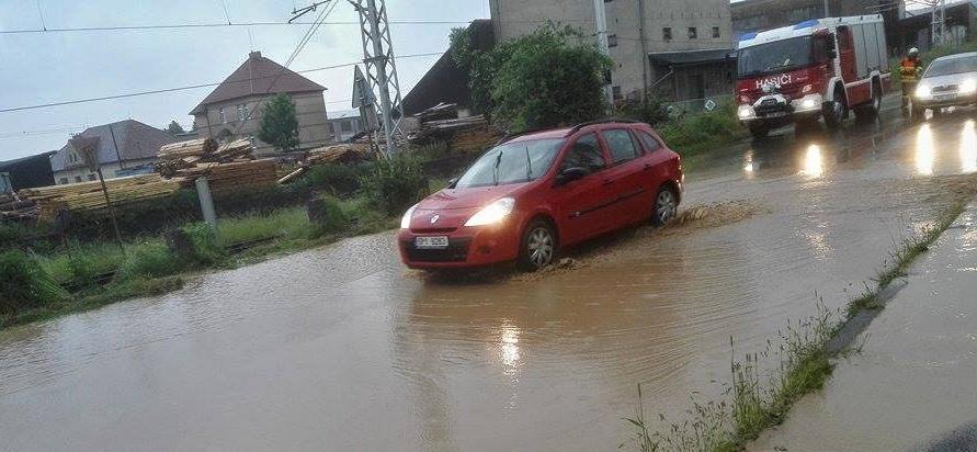 zaplava silnice v blovicích, jan sýkora - Hasiči Blovice