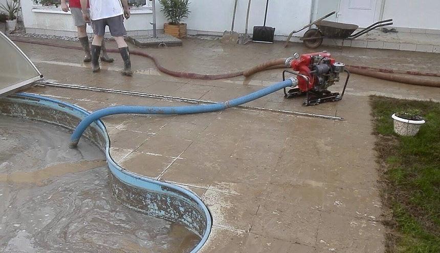 zaplavení bazénu po deštích, hasiči blovice