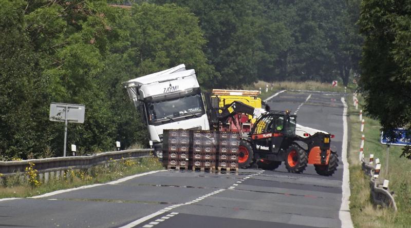 napůl převrácený kamion u Vlčtejna, PnD