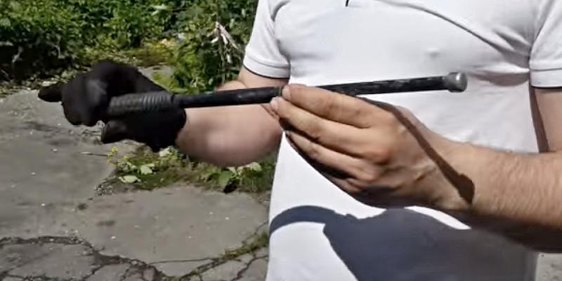 teleskopický obušek, zdroj - youtube