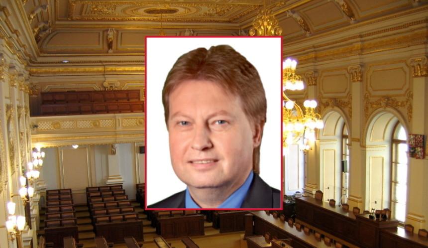 Zasedací_sál_Poslanecké_sněmovny, wikipedia.org