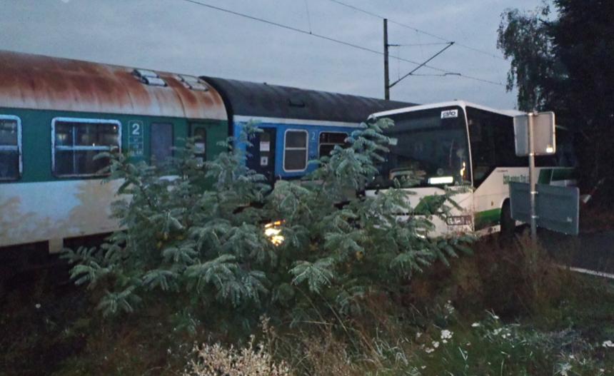 srazka-vlaku-s-autobusem-hzspk-cz