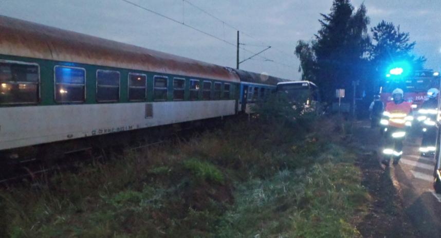 srazka-vlaku-s-autobusem-u-luzan-hzspk-cz