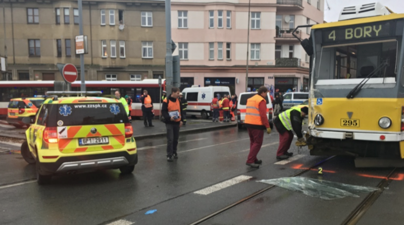 nehoda-uatobusu-a-tramvaje-v-plzni-zdroj-hzspk