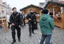 Policisté posílili výkon služby po útoku v Berlíně. Na vánočních trzích hlídkují policisté se samopaly
