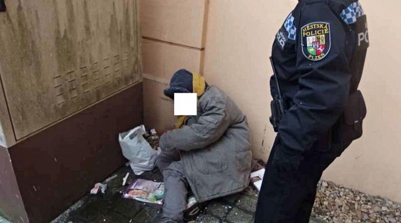 bezdomovkyne-na-nadrazi-vlaku-v-plzni-zdroj-mp-plzen