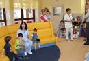 Hejtman navštívil několik dětských domovů. Dětem přivezl také dárky