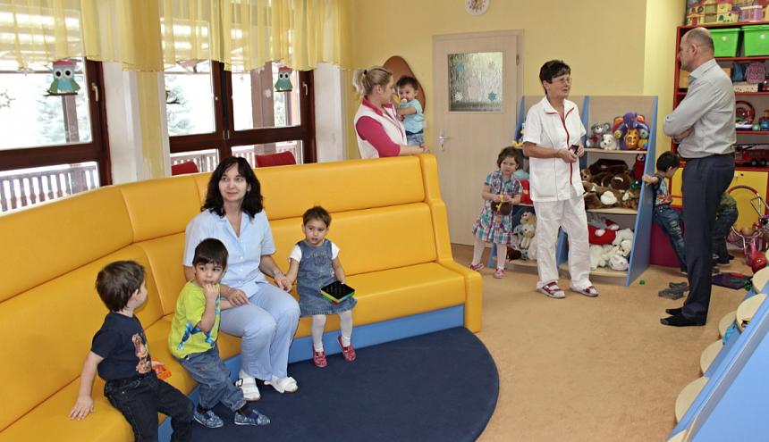 hejtman Josef bernard na návštěvě dětských domoců, zdroj - KÚPk