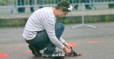 Unikátní festival bezpilotního létání se uskuteční v Plzni, předchází mu soutěže