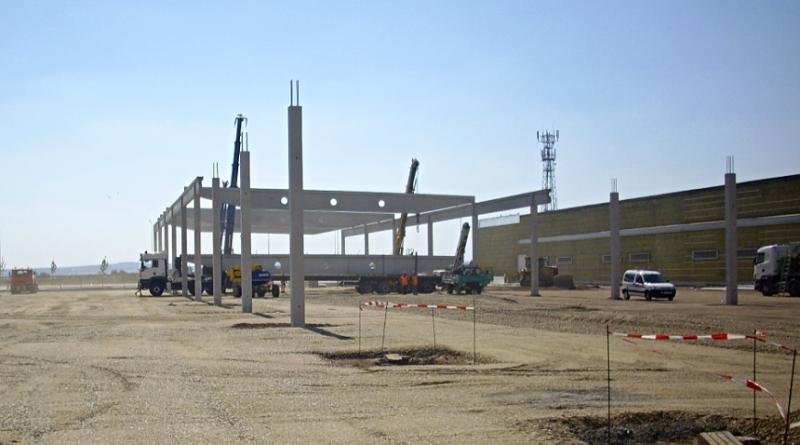 stavba fabriky, fabrika, montovna, zdroj - ekolist.cz