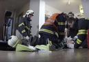 Hasiči resuscitovali muže, který zkolaboval ve sportovní hale. Přes veškerou snahu muž zemřel