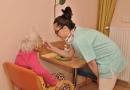 Městský ústav sociálních služeb hledá pečovatele a sestry. Zájemců je mnoho, ale jen málokdo to zvládne!