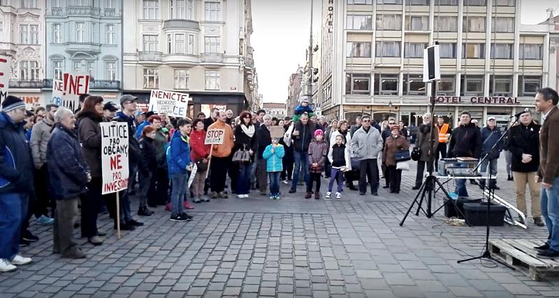 protest proti fabrice v liticích, zdroj - youtube