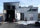 Při požáru bioplynové stanice se popálil pracovník. Na místě zasahovalo několik hasičských jednotek