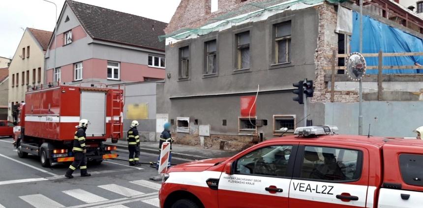 únik plynu z porušeného potrubí v Domažlicích, zdroj - hzspk