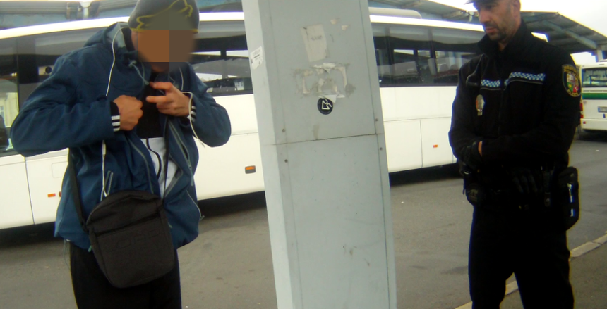 alkoholik a narkoman ohrožoval lidi na CAN, zdroj - MP Plzeň