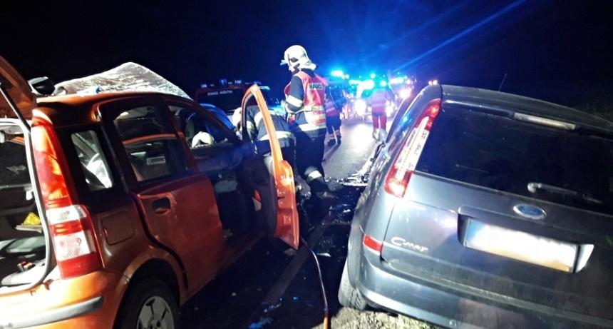 hromadná nehoda u Města Touškova 27.11. - 2., zdrjo-hzspk