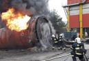 Při rozebírání staré nádrže došlo k požáru, na místo museli hasiči