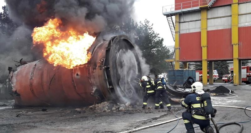 požár nádrže na asfalt v obalovně Letkov, zdroj - HZS Pk